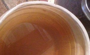 Жителей Златоуста шокировал цвет жидкости из колонки