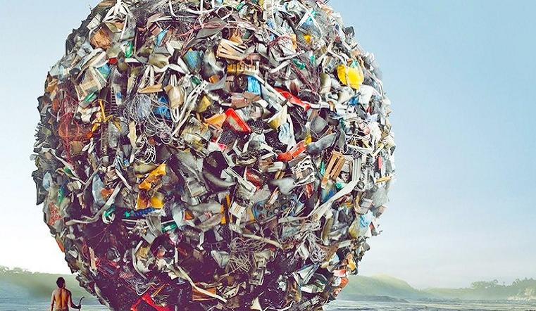 Спасая природу. Челябинские волонтёры создали коллекцию одежды из бытового мусора