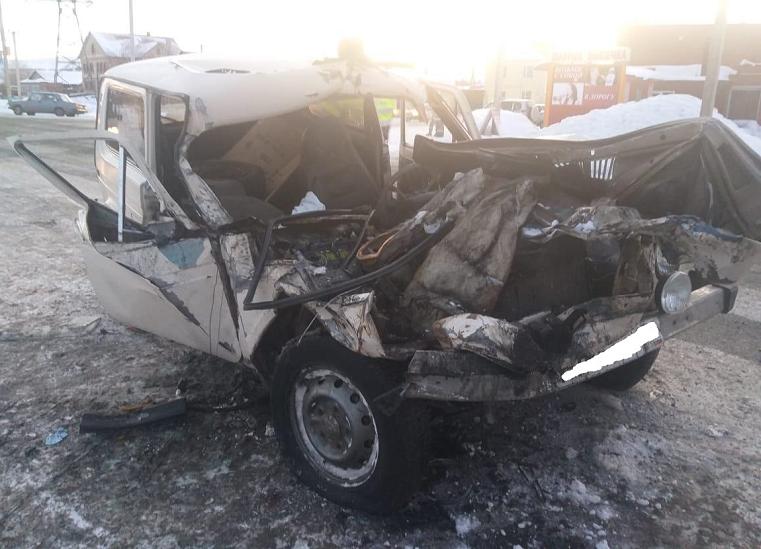 «Всего раскурочило». На трассе под Челябинском пьяный водитель врезался в фуру