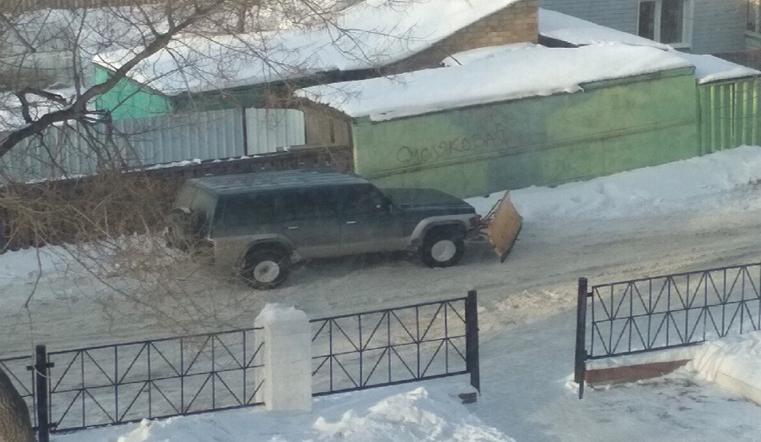 Самоотверженный. Необычный снегоуборщик чистит дороги в Челябинске