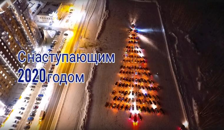 Водители в Челябинске зажгли автоёлку ВИДЕО