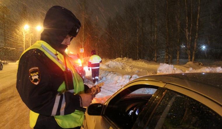 Пьяная женщина-водитель подралась с инспектором ГИБДД