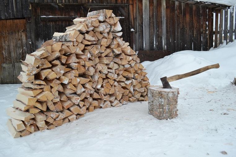 Зимнее чудо. Уральские бизнесмены дарят пенсионерам дрова