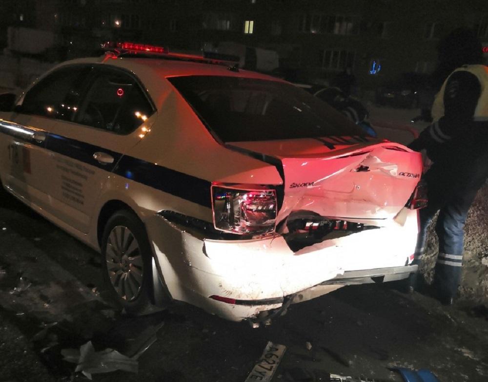 Двойное ДТП с пострадавшими. Hyundai в Челябинске врезался в автомобиль ДПС ВИДЕО