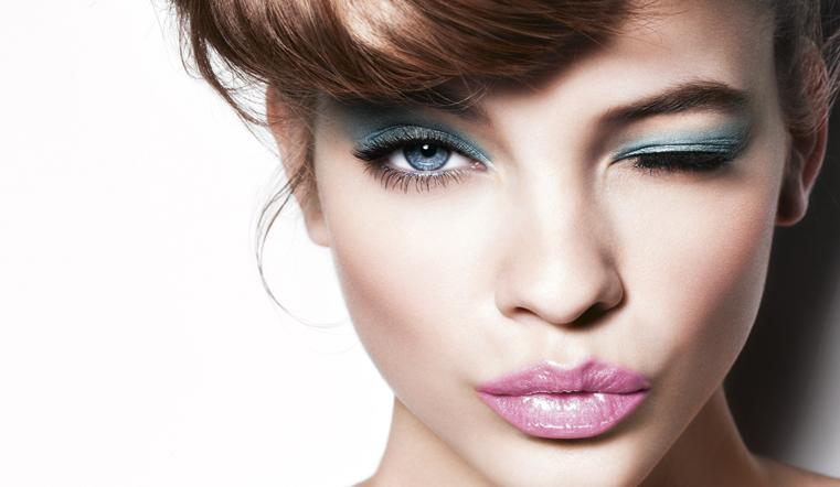 Праздник налицо. 4 ошибки новогоднего макияжа