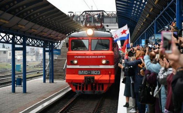 Первый пошел. Крымский мост впервые пересек пассажирский поезд