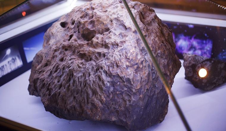 первые фото выловленного челябинского метеорита мускулистые парни, загорелые