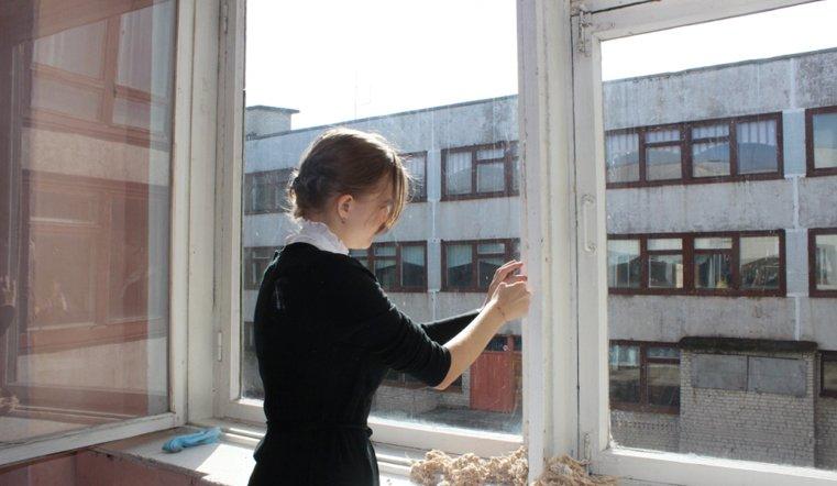Сняли куртки. В школах Челябинской области меняют окна