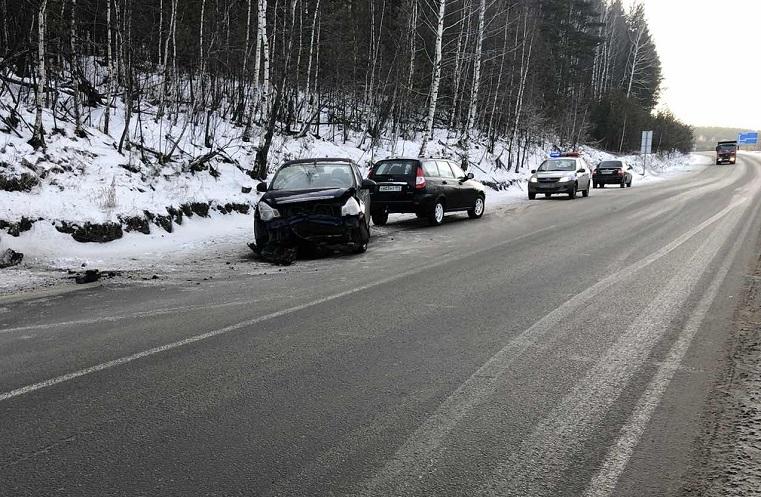 Вынесло с трассы. Иномарка перевернулась в Челябинской области