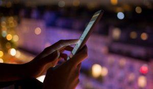 Ночной режим смартфонов признали опасным для здоровья