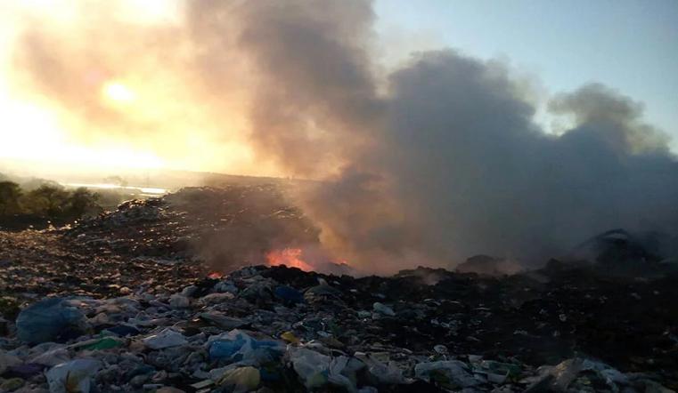 600 домов задыхаются от дыма. В Магнитогорске горит мусорный полигон