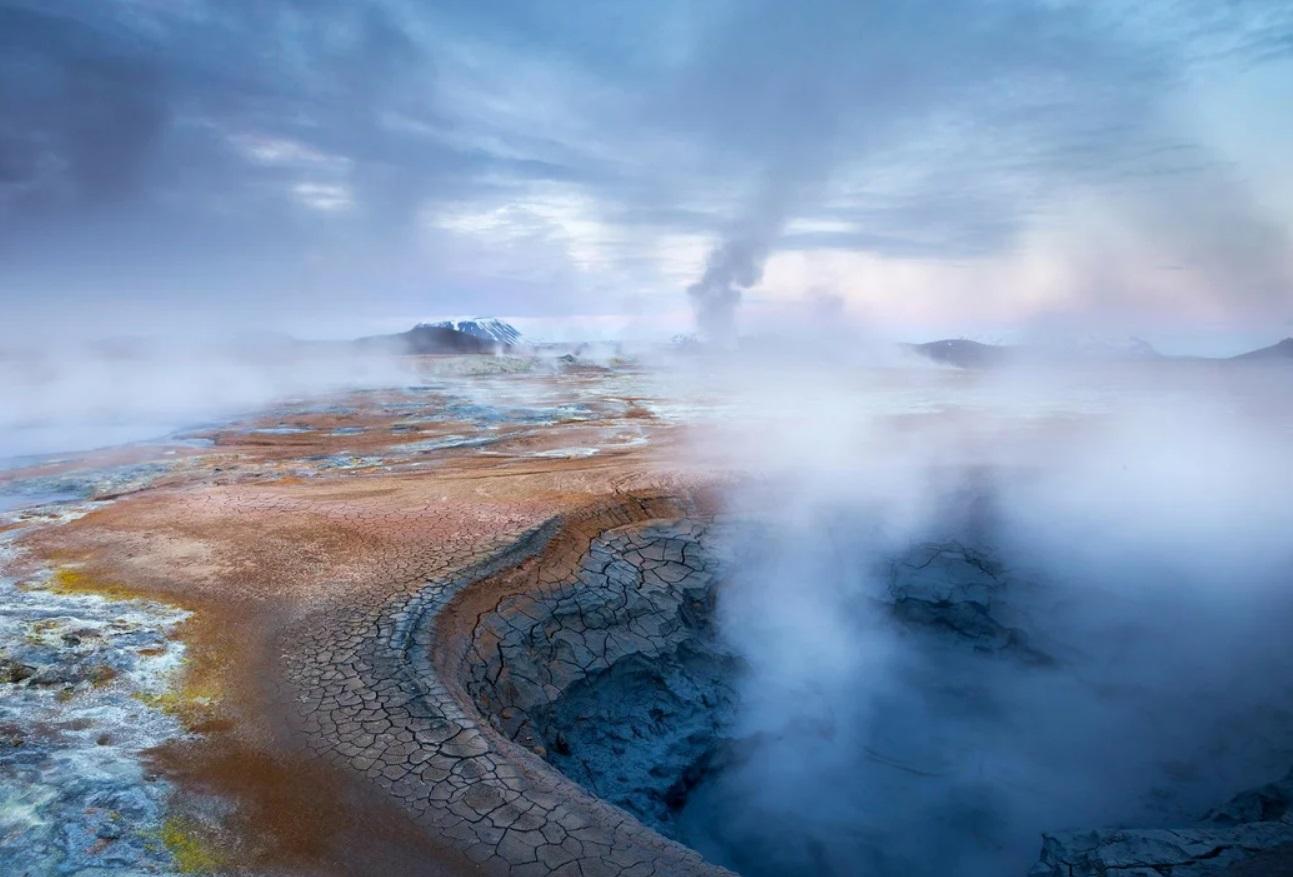 «Вода под землей закипает». Такое в горах на Урале происходит впервые за 100 лет