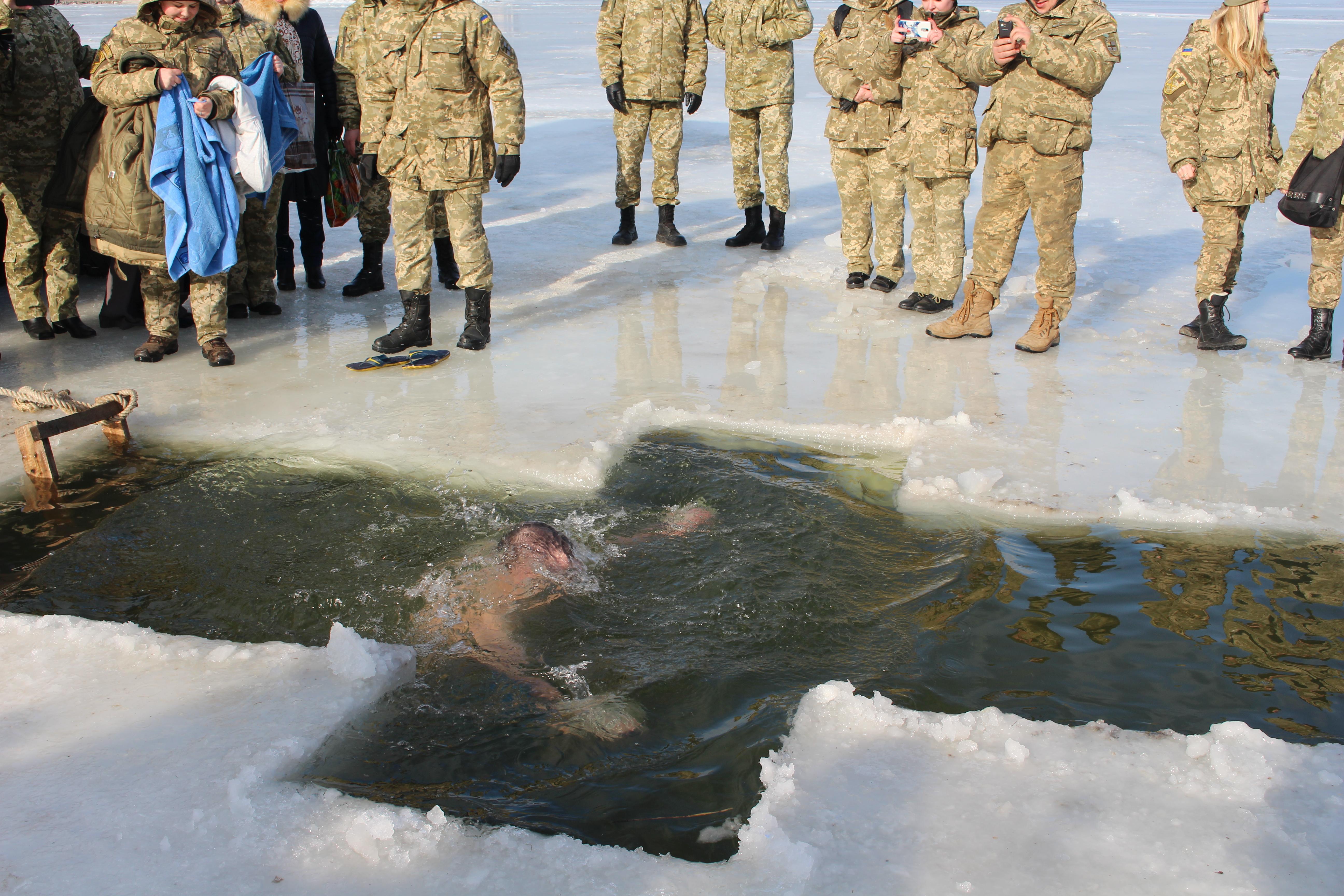 В Сосновском районе мужчину насмерть придавило плитой