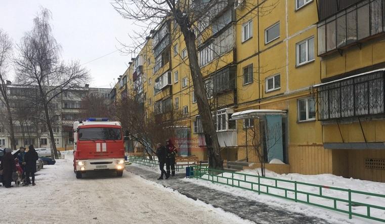 Вспыхнула квартира. В Челябинске загорелся жилой дом