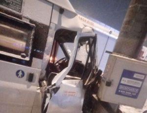 Маршрутка с пассажирами влетела в столб. В Челябинске столкнулись микроавтобус и внедорожник ВИДЕО