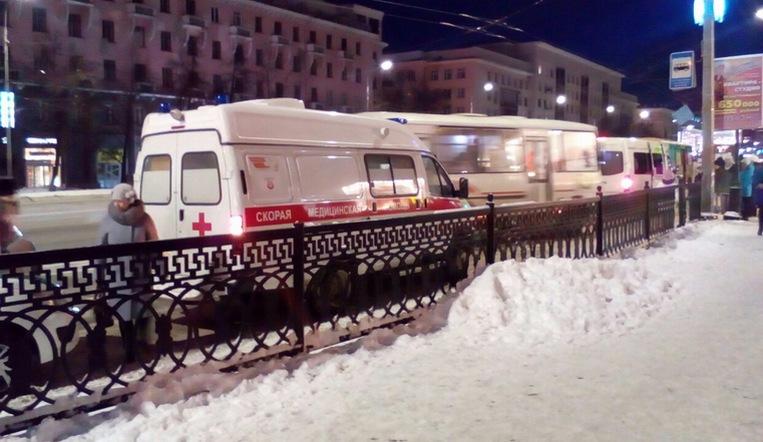 «Лежал без сознания». Житель Челябинска серьезно травмировался в подземном переходе