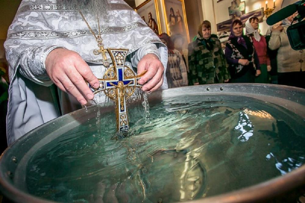 Святая вода на Крещение. Когда набирать и как хранить