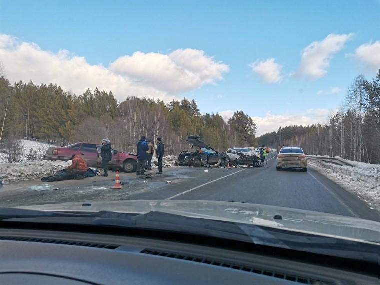 Машины всмятку. Жуткая авария на Урале унесла жизнь молодой женщины