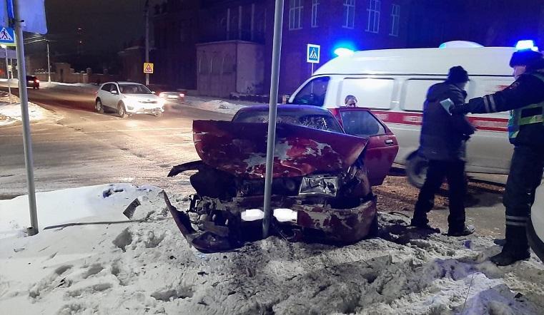 Разворотило бампер. Лобовое ДТП произошло в Челябинской области
