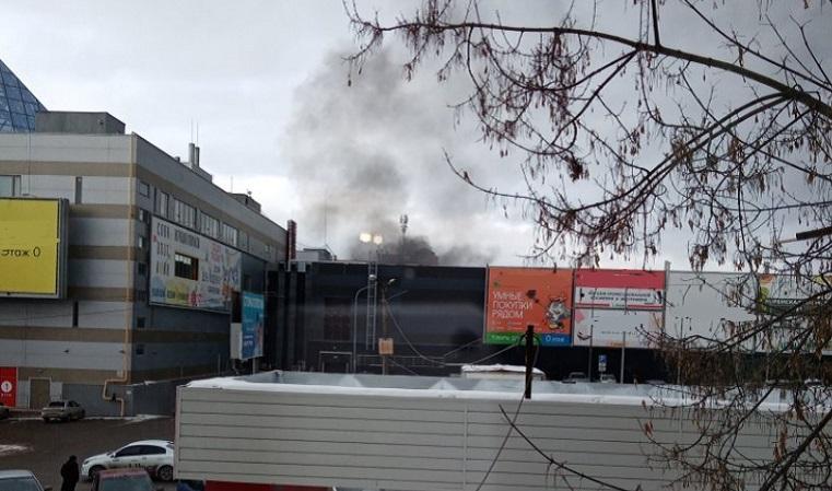 Дым столбом. В Челябинской области чуть не загорелся торговый центр
