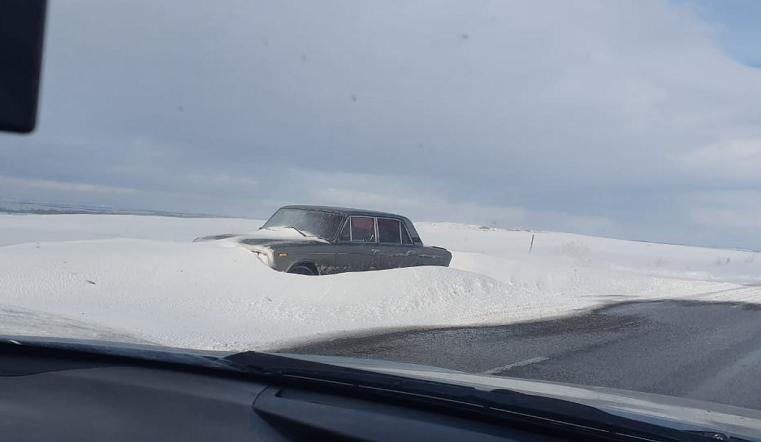 «Автомобили сносит с дороги». Южноуральцы делятся обстановкой на региональных трассах