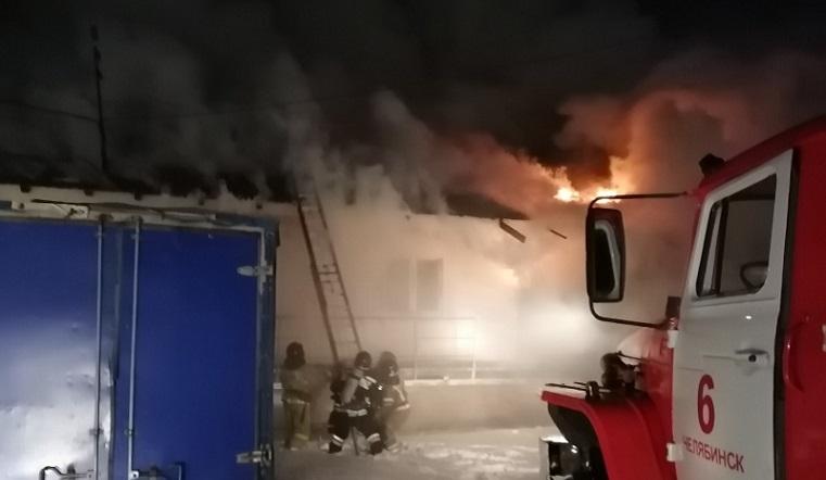 Тушили более 50 человек. Крупный пожар случился в Челябинске