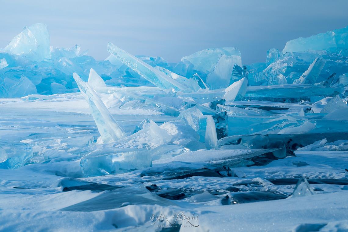 Чешуя дракона. Озеро на Урале покрылось миллионами осколков изо льда