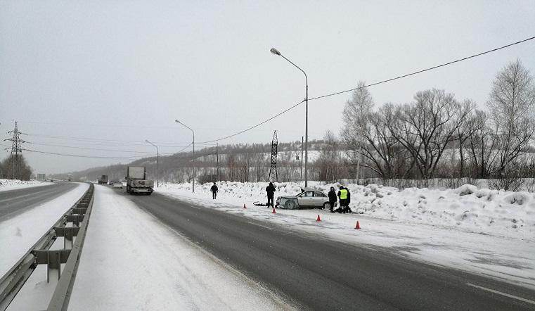 Протаранили столб. В страшном ДТП под Челябинском разбились 2 человека