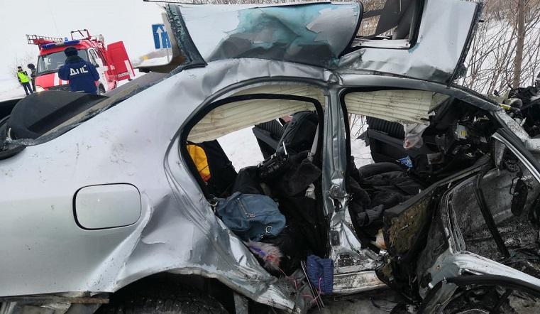 Иномарку искорежило в хлам. В ДТП на Урале погибла 5-летняя девочка. Фото: управление ГИБДД по Челябинской области
