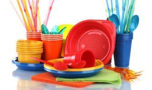 Смертельно опасна. Ученые советуют не пользоваться пластиковой посудой