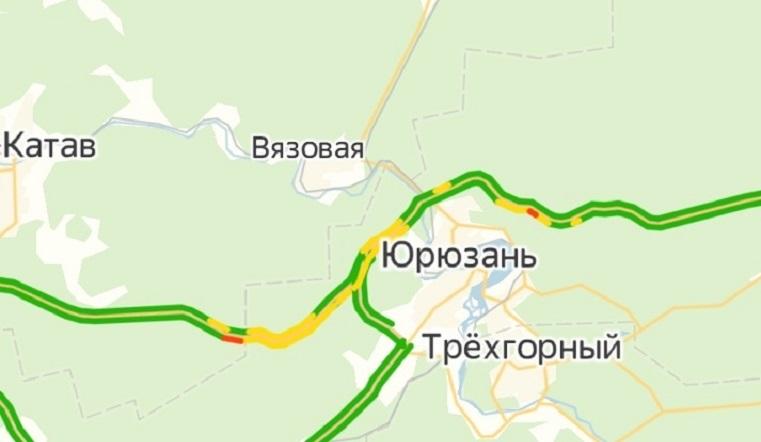 Не проехать. Трасса М-5 на Урале встала в пробку