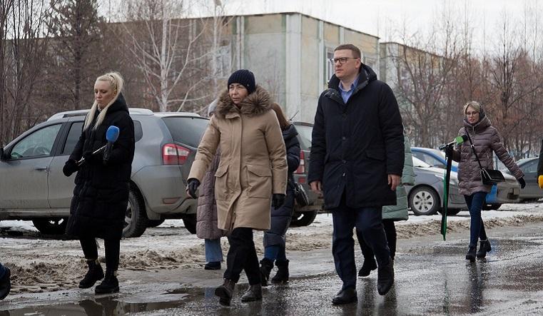 Мэр и губернатор прошлись по лужам и оценили уборку дорог в Челябинске