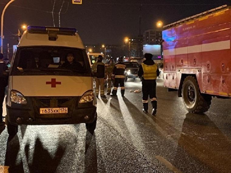 Не смог затормозить. В Челябинске под колеса такси попали 3 подростка