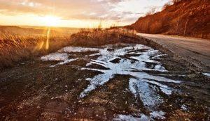 Тренд весны – пакеты на ногах. На Урале детский сад построили, а дорогу забыли