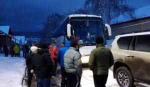 Вытащил 10-тонный автобус. Южноуралец спас лыжников из Оренбурга