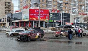 НБьются уже парами. В Челябинской области 2 такси врезались друг в друга
