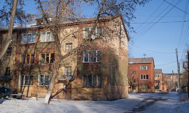 «Куски бетона могут упасть на людей». На Южном Урале обрушилась стена жилого дома