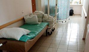 «Кричала от боли». Женщина умерла в коридоре уральской больницы