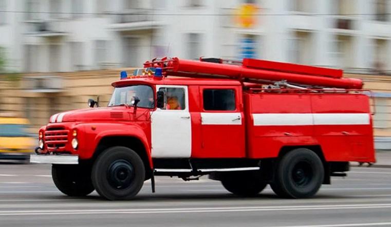 «Мужчина истошно кричал». В Челябинске загорелась квартира в многоэтажке