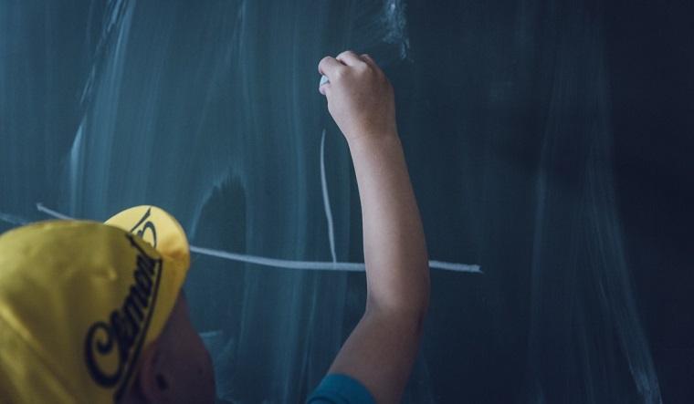 Школы – свободное посещение, вузы – дистанционное. Какие ограничения ввели на Южном Урале?