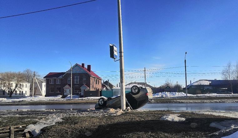 Колесами вверх. В Магнитогорске пьяный водитель перевернул автомобиль