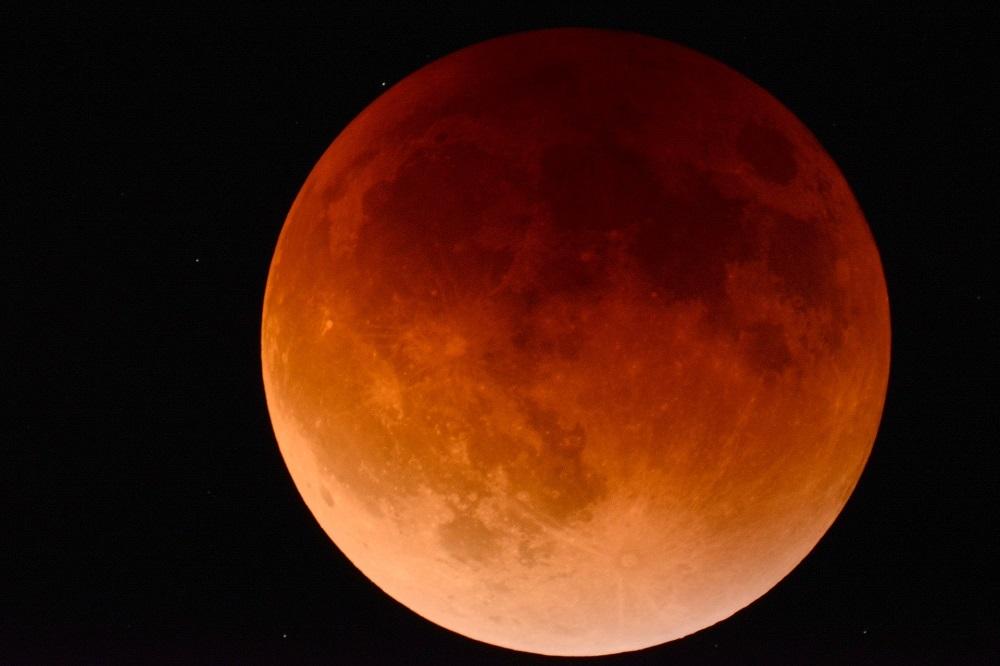 Суперлуние и полнолуние 2020. Когда над Землей взойдет гигантская «Розовая Луна»