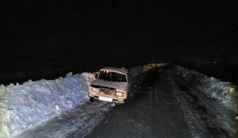 «Семерку» закрутило. В Челябинской области автомобиль перевернулся на трассе