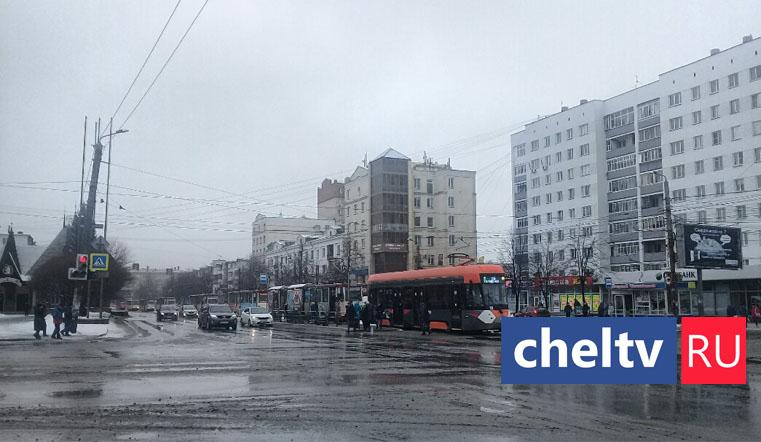 Утренний каприз. Новый трамвай вызвал огромную пробку в Челябинске