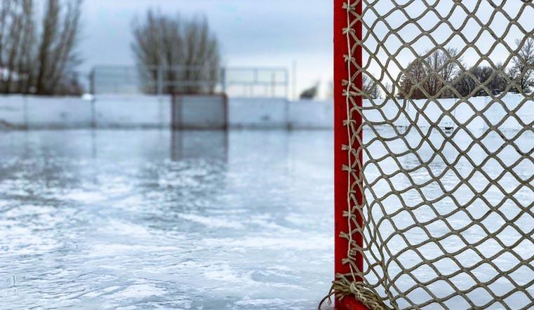 Девочка-вратарь среди 200 мальчиков. Детский хоккейный турнир провели в Магнитогорске