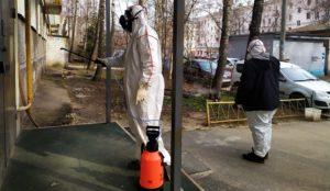 Люди в белом. На Урале дезинфекторы защищают улицы от коронавируса