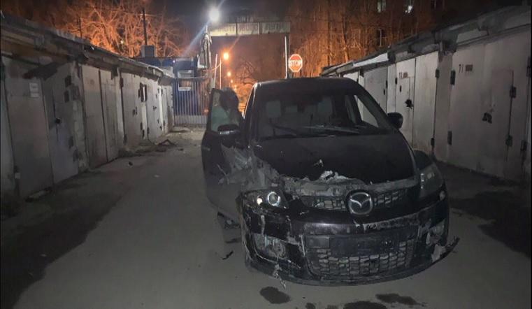 Без тормозов. Иномарка протаранила ворота в Челябинске