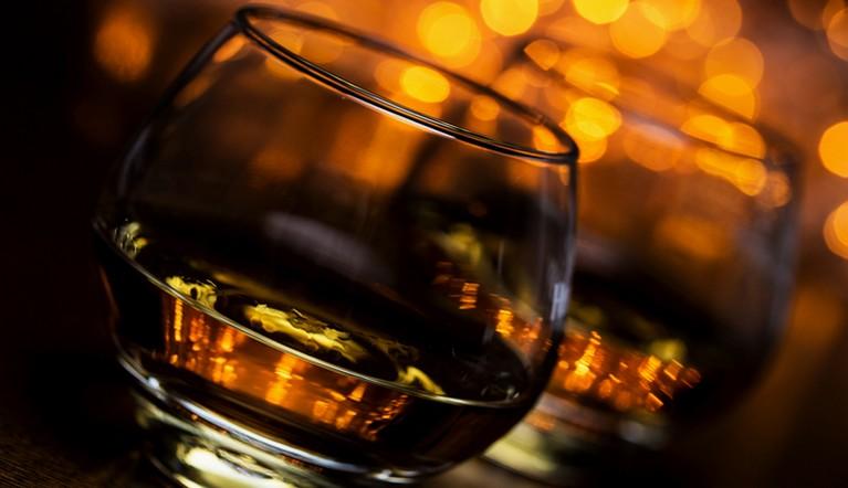 На краю пропасти. Что правда, а что ложь в мифах об алкоголе