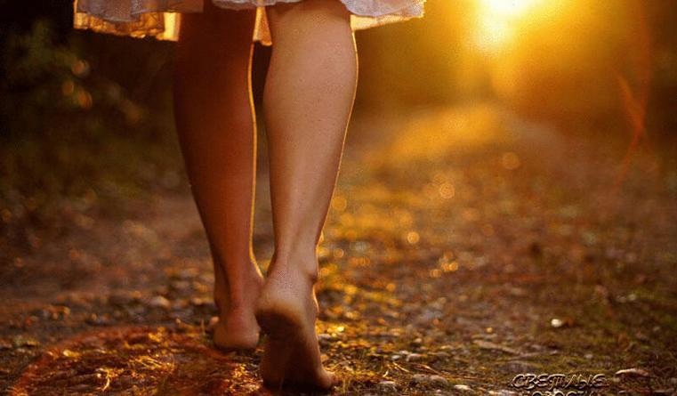 Кроссовки провоцируют травмы? Ученые предлагают бегать босиком