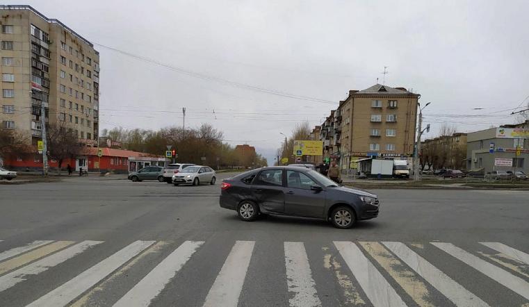 Увезли в больницу. В Челябинске 2-летняя девочка пострадала в ДТП